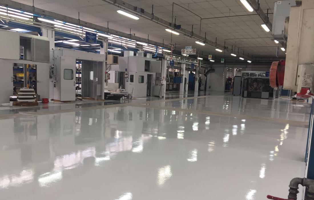 interno azienda con pavimentazione in resina