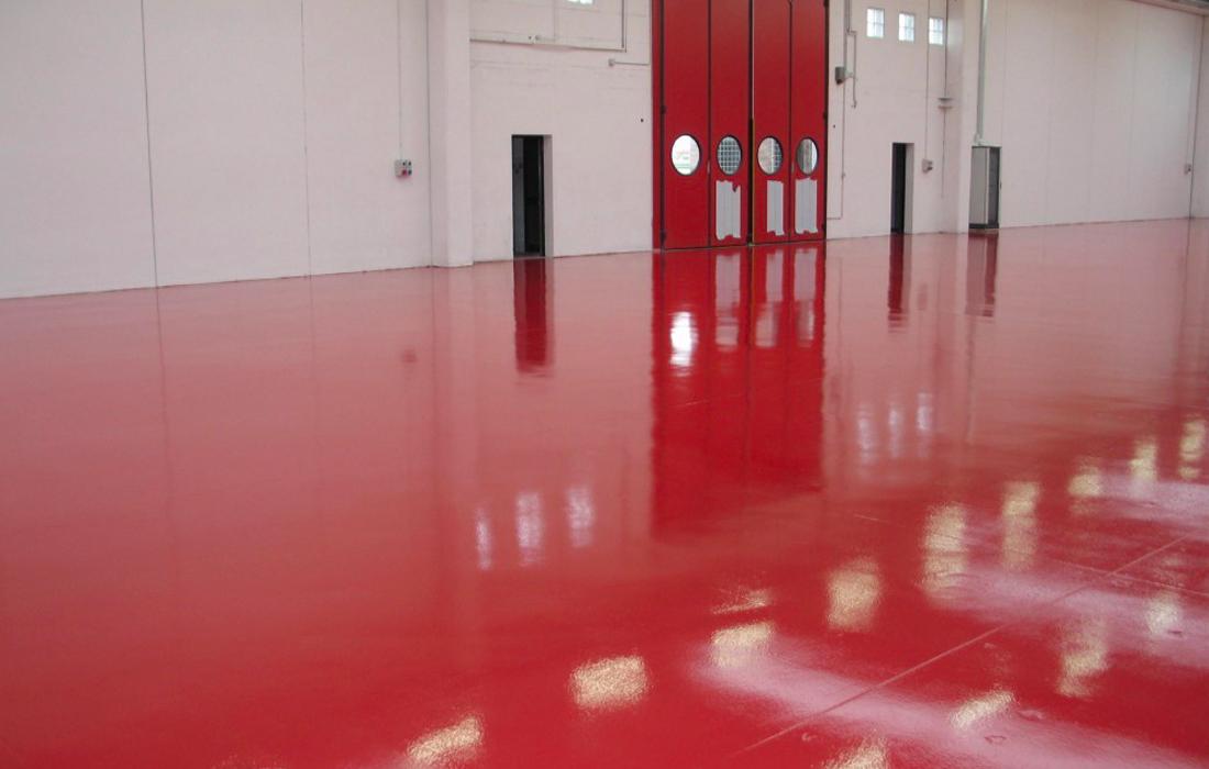 pavimentazione in resina rossa in magazzino